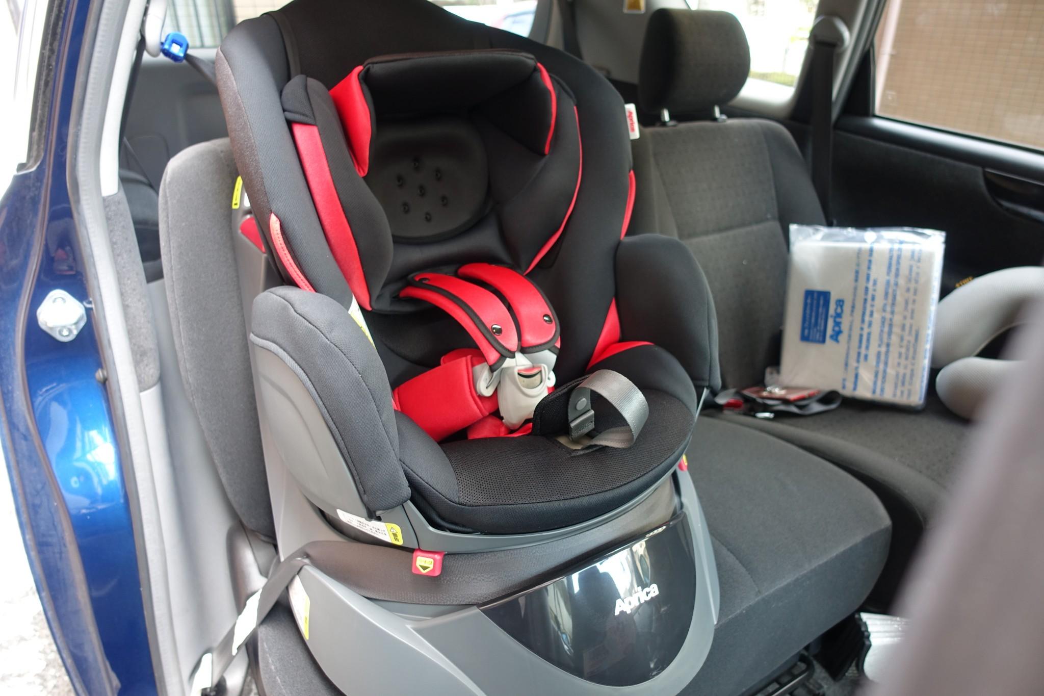 チャイルドシート「アップリカ ディアターンプラス」を購入!新生児にも使えて、お手頃&高機能。3つの決め手と装着写真を紹介!